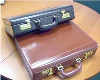 Bőr pénzszállító táska